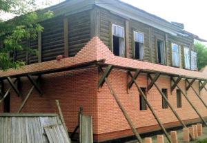 Обложить деревянный дом кирпичом