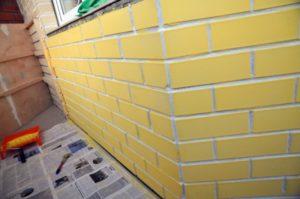 Чем и как можно покрасить кирпичную стену