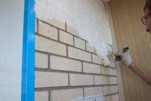 Чем можно покрасить кирпичную стену