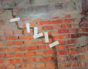 как можно заделать трещину в кирпичной стене дома