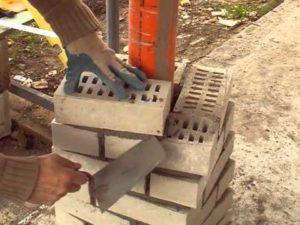 Как осуществляется кладка колонн из кирпича своими руками